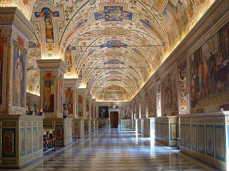 Vuelos a Roma: una visita obligatoria son los museos del Vaticano.