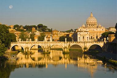 Vuelos a Roma: amanecer en el puente Sant'Angelo